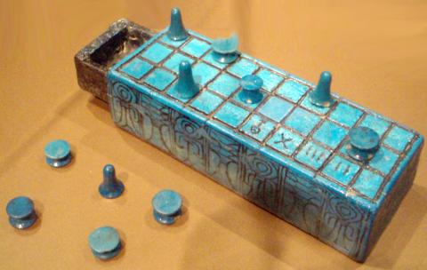 senetboard-inscribedwithnameofamunhotepiii